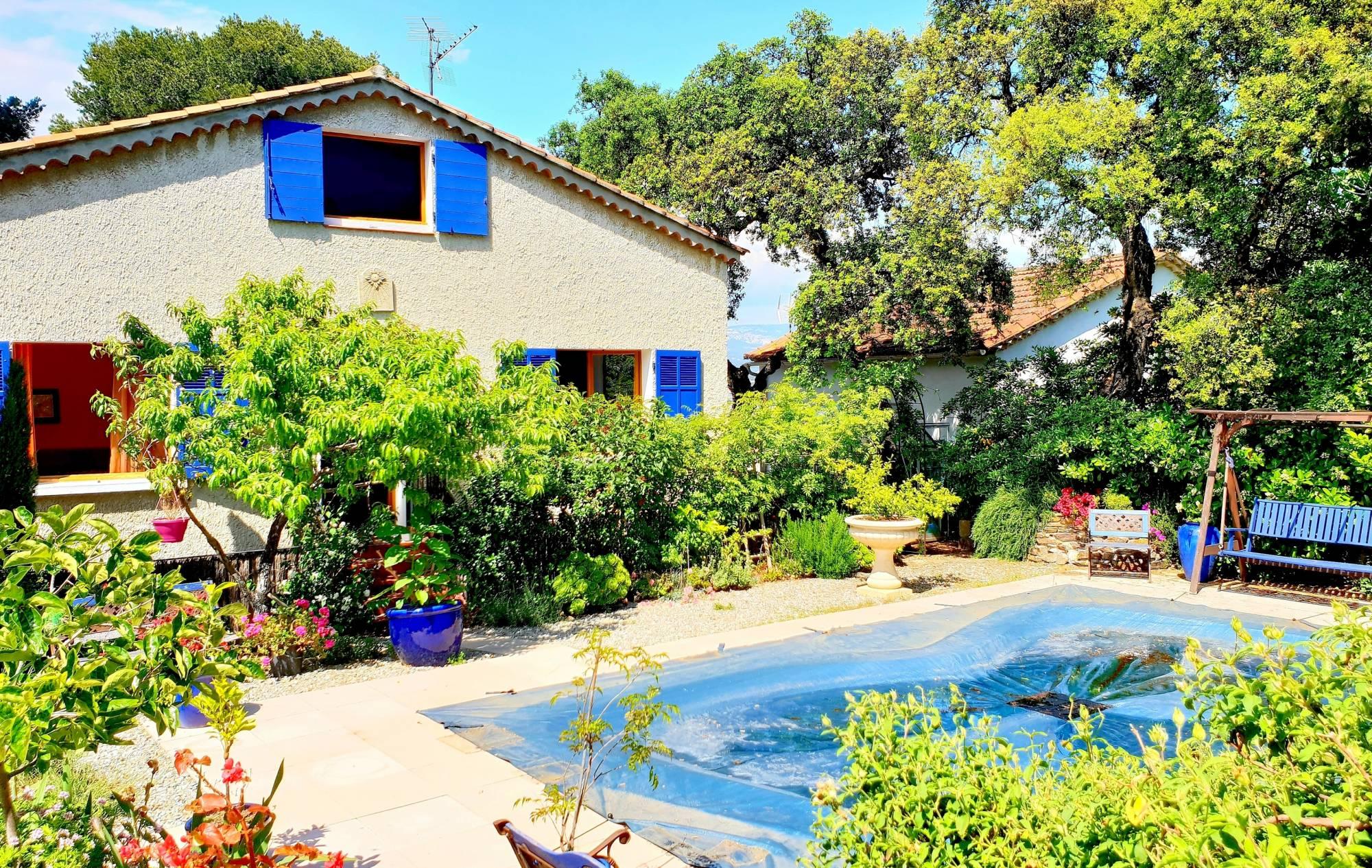 Le haut de villa avec piscine