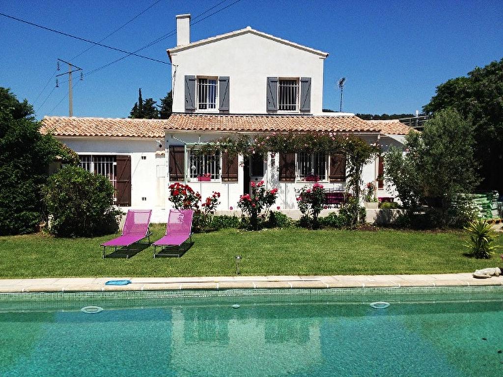 Maison t6 vendre avec piscine ollioules agences papazian for Piscine ollioules