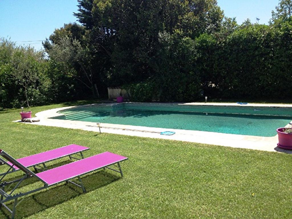 Maison f6 vendre avec piscine ollioules agences papazian for Accessoires piscine ollioules