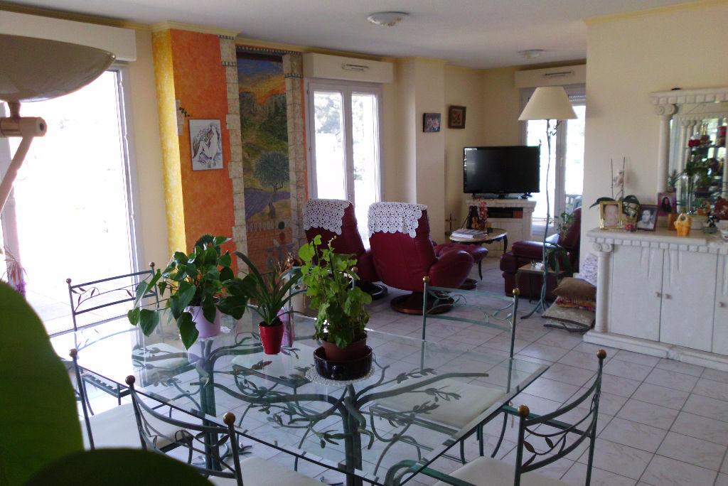viager occup appartement f5 avec terrasse de 113m produit rare toulon ouest 83200 var. Black Bedroom Furniture Sets. Home Design Ideas