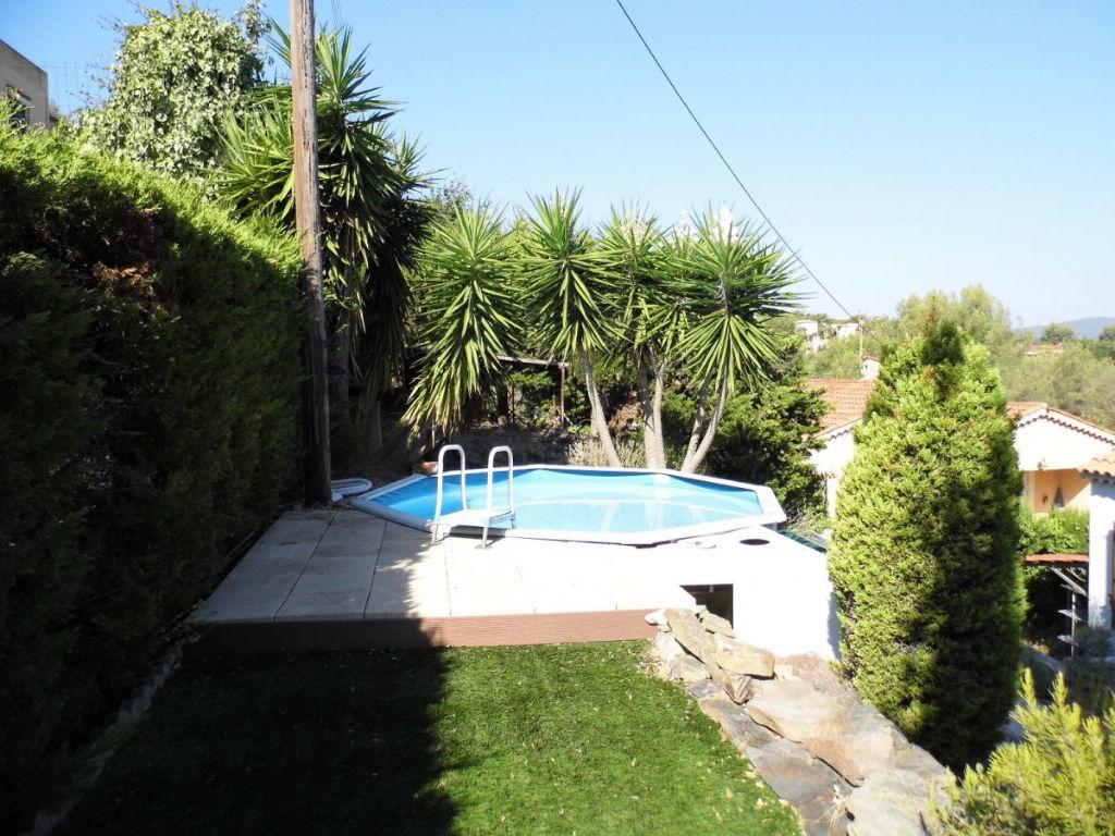 la seyne sur mer villa type f4 de plain pied sur 634m de parcelle garage piscine semi enterree. Black Bedroom Furniture Sets. Home Design Ideas