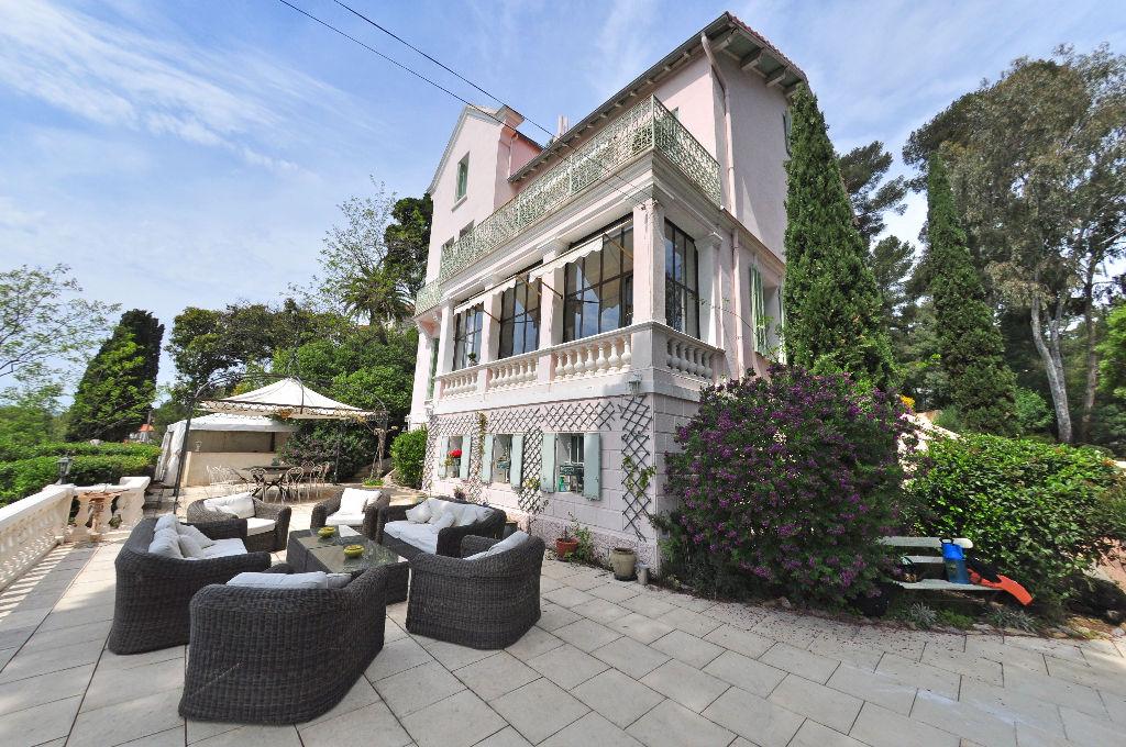 maison de ma tre t9 vendre la seyne sur mer agences. Black Bedroom Furniture Sets. Home Design Ideas