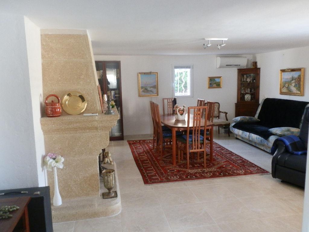 maison t6 vendre avec piscine la seyne sur mer au. Black Bedroom Furniture Sets. Home Design Ideas