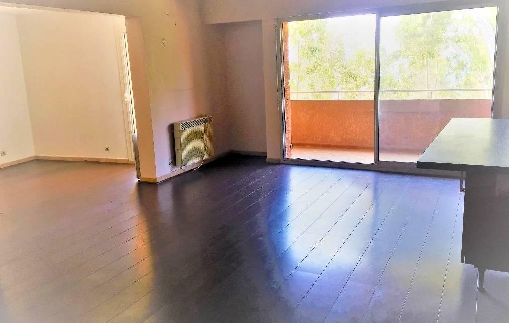 En Vente Un Appartement T4 Avec Terrasse Tropezienne Et Vue Mer A La
