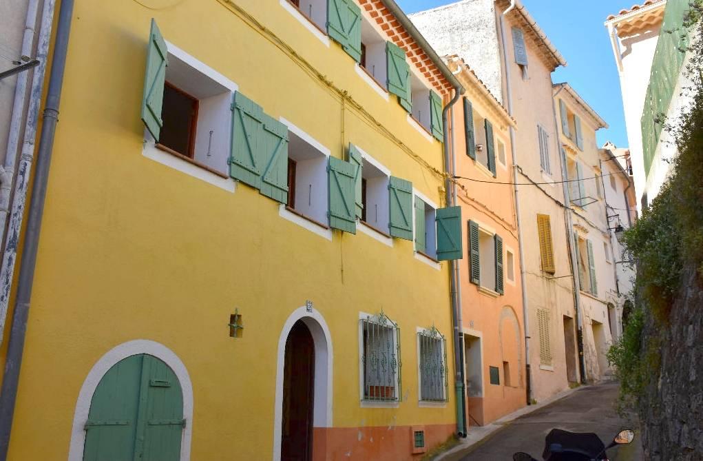 La façade extérieure de la maison