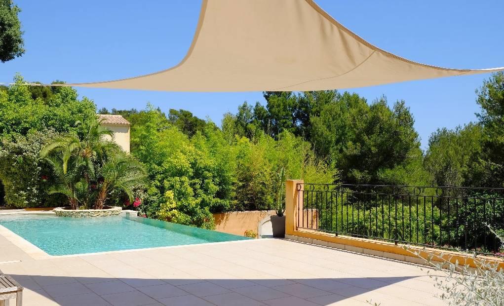 A vendre a ollioules 83190 une villa t6 avec terrain et for Piscine ollioules