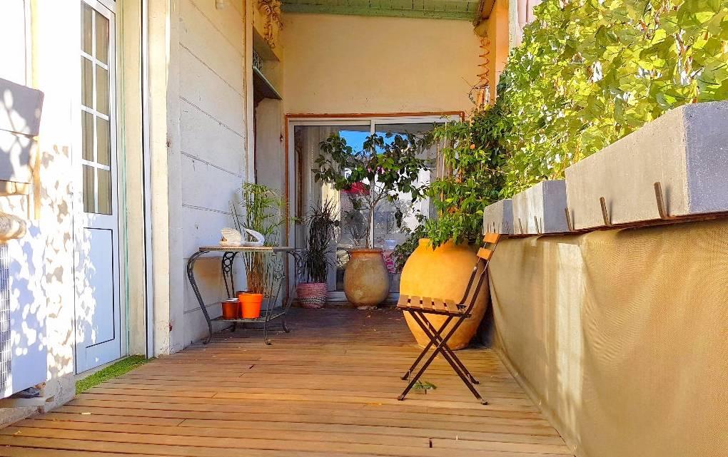 Appartement t3 avec terrasse cave et parking privatif a for Appartement et terrasse