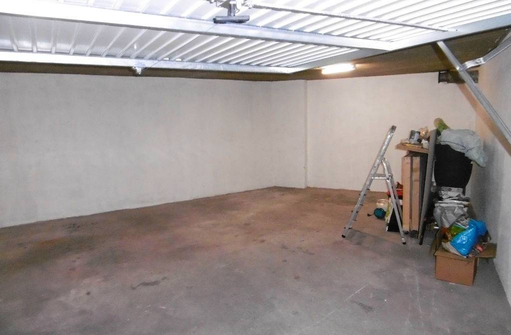 Garage double a vendre dans r sidence s curis e quartier for Garage a vendre toulon mourillon
