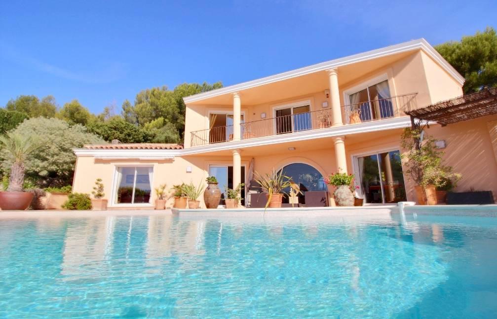 Villa Californienne Luxueuse Avec Vue Mer Panoramique Et Piscine A