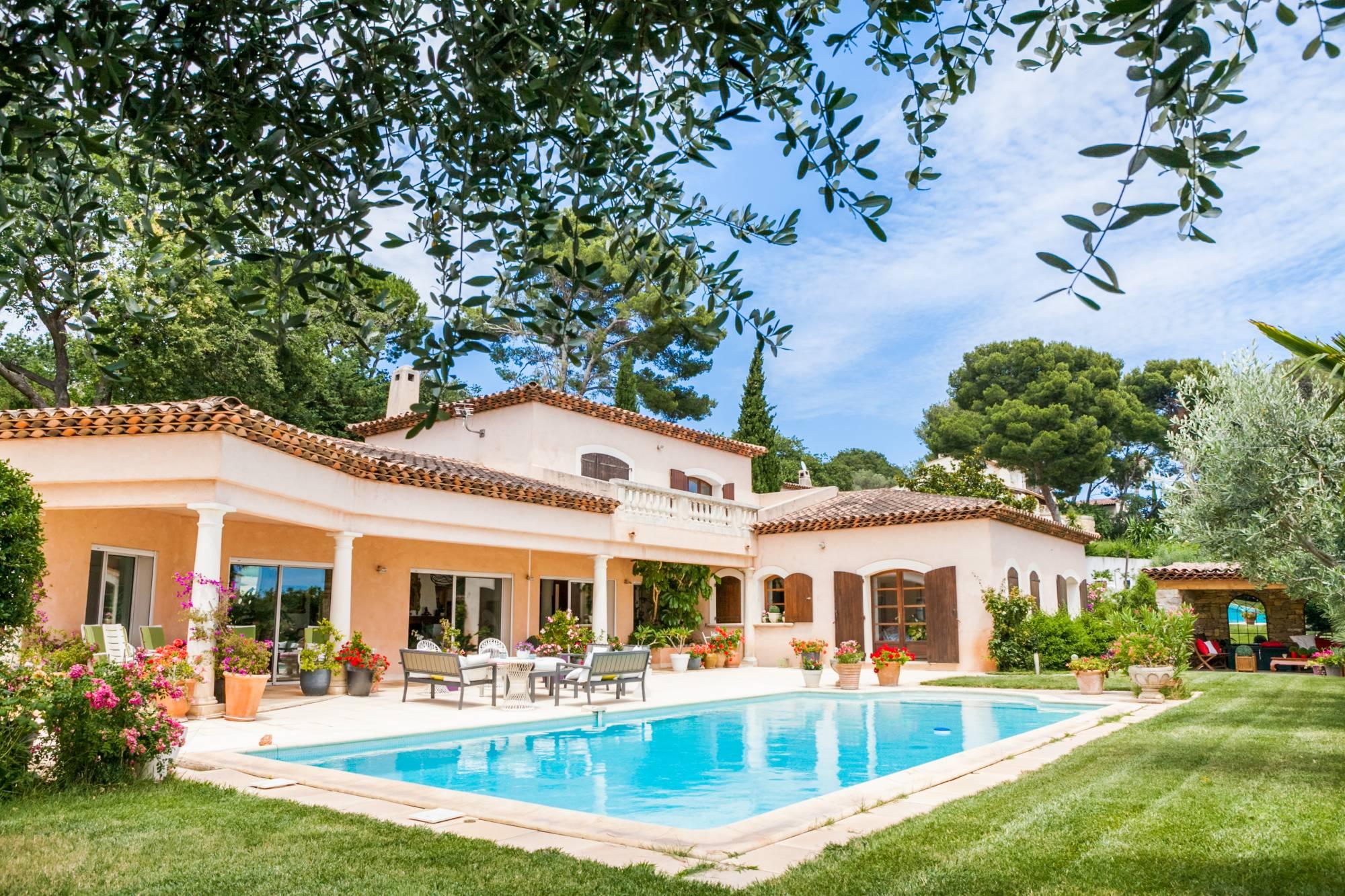villa d 39 exception avec piscine a vendre a tamaris a la. Black Bedroom Furniture Sets. Home Design Ideas