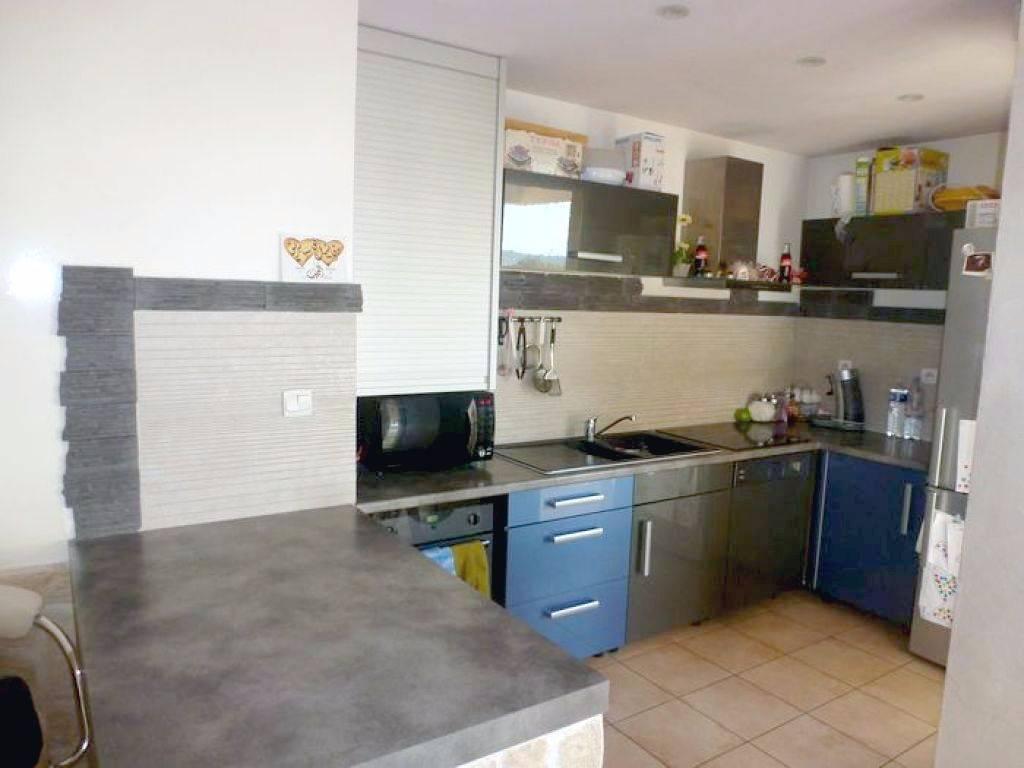 A vendre appartement t2 la seyne sur mer 83500 avec for Garage 2000 la seyne