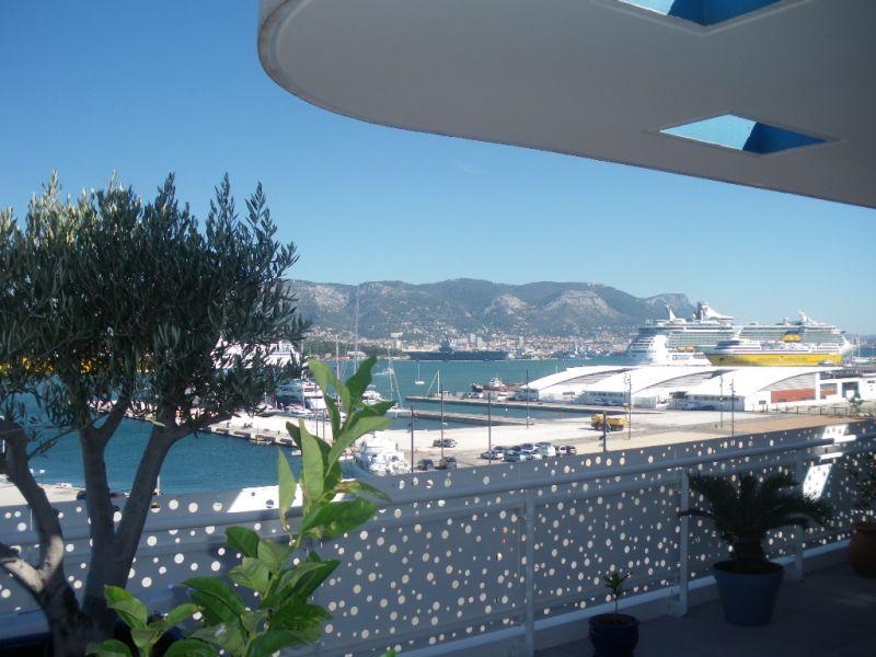 villa sur le toit vue mer garage immobilier la seyne sur mer 83 agences papazian. Black Bedroom Furniture Sets. Home Design Ideas