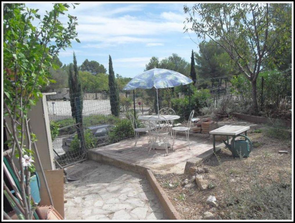 Villa club t2 bandol 83150 proche des commerces avec for Agence jardin immobilier