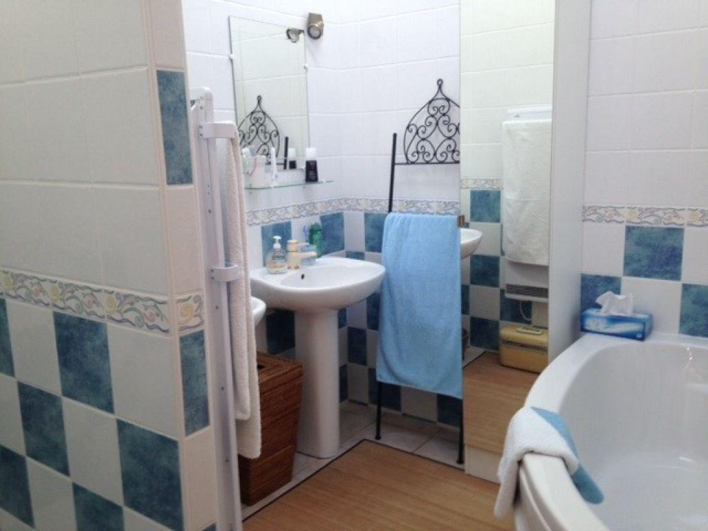Maison atypique enti rement r nov e 75 m2 six fours les for Maison atypique 94