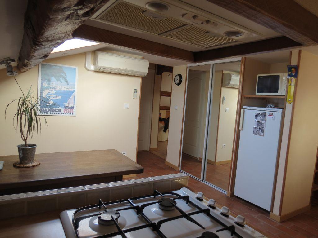 Appartement 3 pi ces au dernier tage tr s lumineux for Appartement atypique var