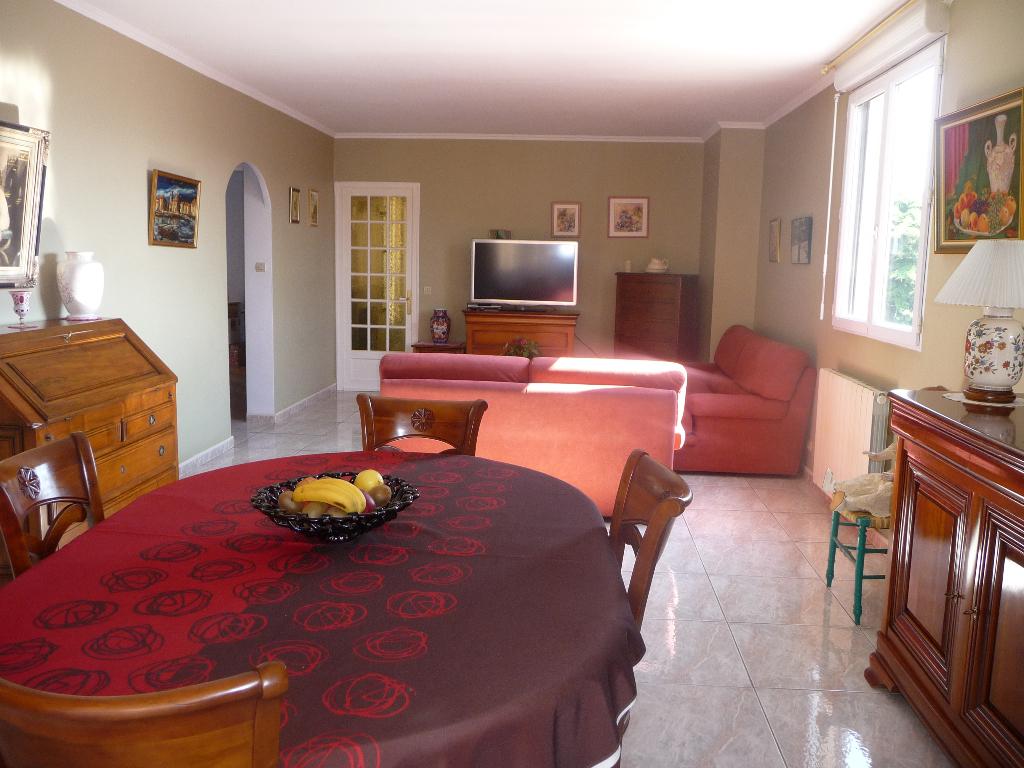 appartement 3 pi ces 96m avec terrasse au sud cave en sous sol immobilier la seyne sur mer 83. Black Bedroom Furniture Sets. Home Design Ideas