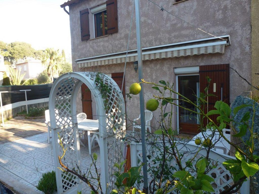 Maison r cente t3 avec piscine en parfait tat toulon for Piscine xveme
