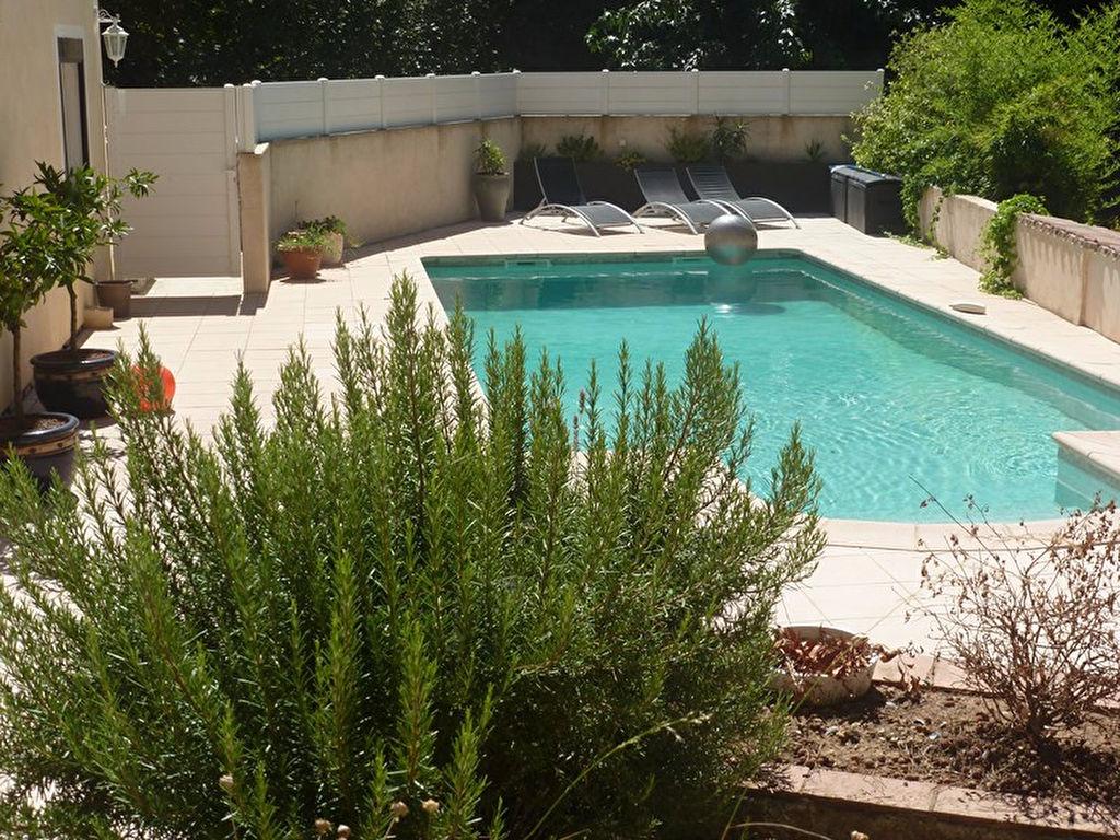 appartement t3 en rez de villa avec jardin et piscine enti rement r nov toulon ouest 83200 var. Black Bedroom Furniture Sets. Home Design Ideas
