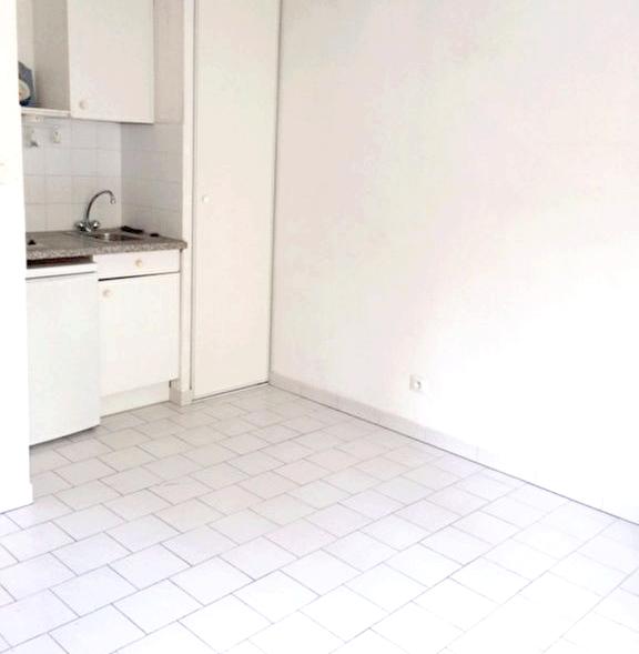 studio en location la seyne sur mer immobilier la seyne sur mer 83 agences papazian. Black Bedroom Furniture Sets. Home Design Ideas
