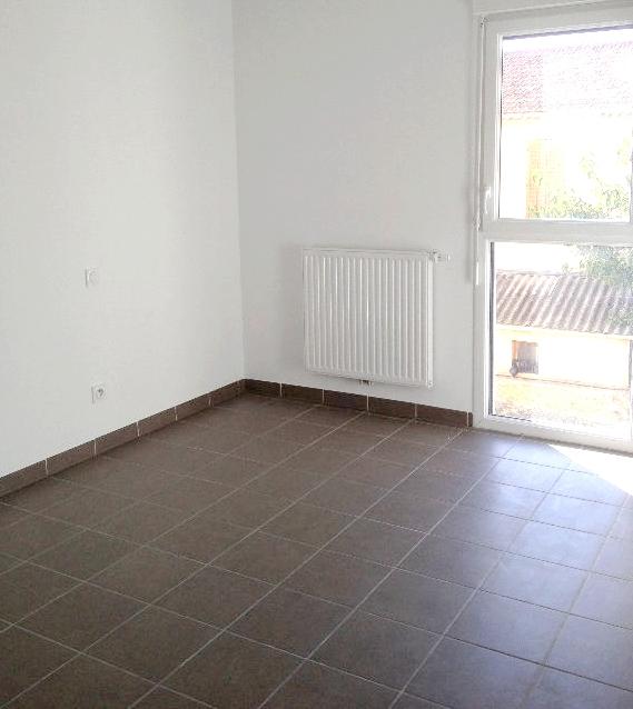 a louer a la seyne sur mer 83500 un appartement t3 avec balcon et place de parking privative. Black Bedroom Furniture Sets. Home Design Ideas