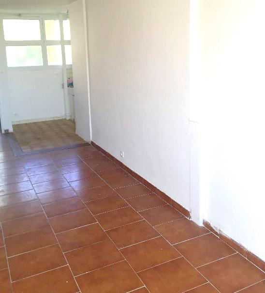 a vendre a la seyne sur mer 83500 un appartement f3 en duplex avec cave et parking collectif. Black Bedroom Furniture Sets. Home Design Ideas