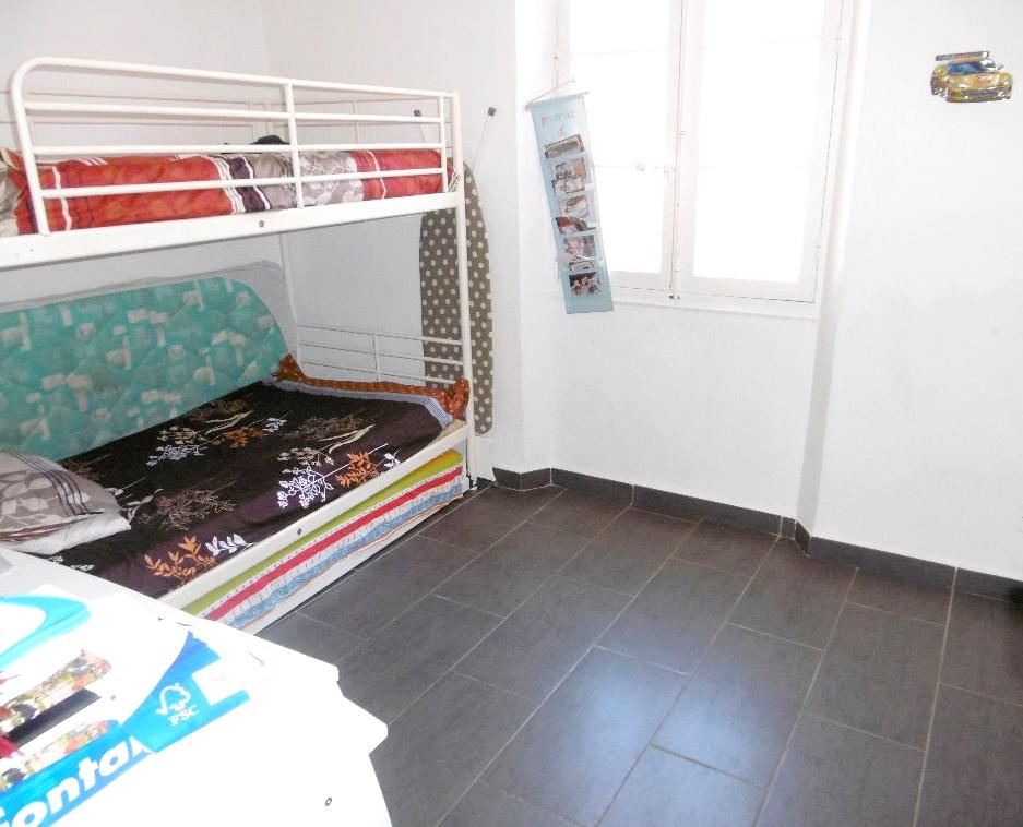 a vendre appartement t4 a toulon 83200 avec acc s ind pendant vendu avec cellier immobilier la. Black Bedroom Furniture Sets. Home Design Ideas