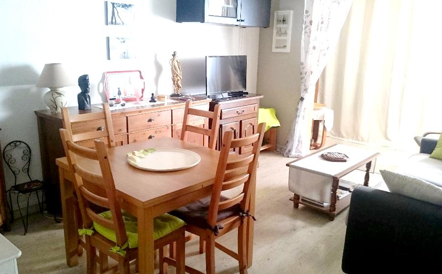 a vendre a saint mandrier sur mer 83430 un appartement t2 avec loggia immobilier la seyne sur. Black Bedroom Furniture Sets. Home Design Ideas