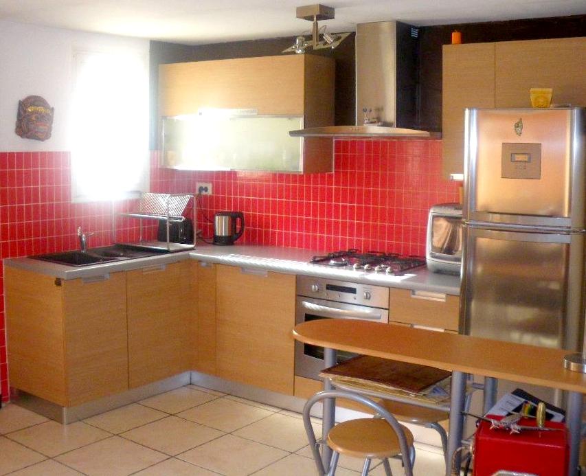 a vendre a la seyne sur mer 83500 un appartement haut de villa de type 3 immobilier la seyne sur. Black Bedroom Furniture Sets. Home Design Ideas