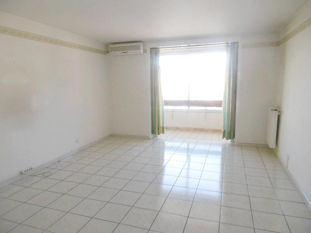 A vendre appartement f4 a toulon 83000 avec cave for Garage a vendre toulon mourillon