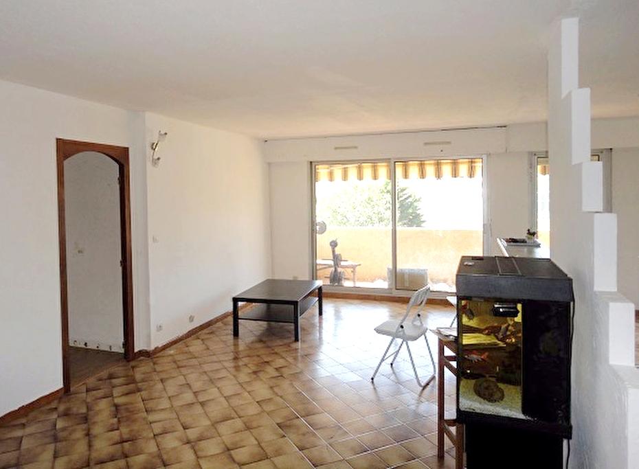 a vendre appartement 4 pieces avec terrasse a six fours les plages 83140 immobilier la seyne sur. Black Bedroom Furniture Sets. Home Design Ideas