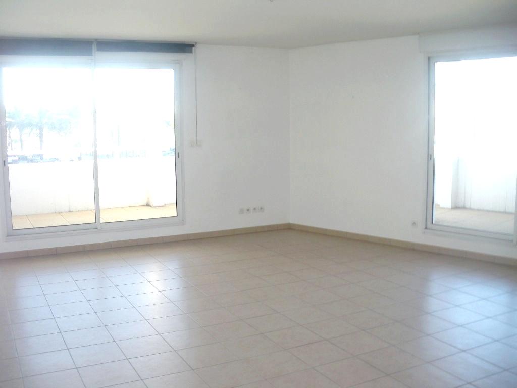 A vendre a la seyne sur mer 83500 un appartement t4 avec for Garage 2000 la seyne