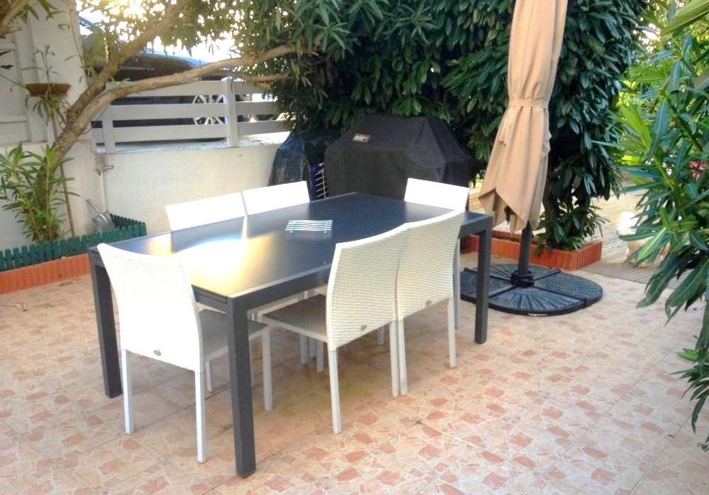 a vendre a la seyne sur mer 83500 une maison de type 5. Black Bedroom Furniture Sets. Home Design Ideas