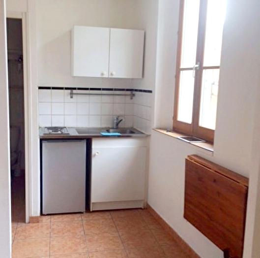 a louer un appartement t1 avec mezzanine a la seyne sur mer 83500 immobilier la seyne sur mer 83. Black Bedroom Furniture Sets. Home Design Ideas
