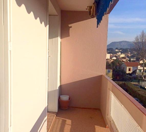 a louer a la seyne sur mer 83500 un appartement t3 avec balcon et cave immobilier la seyne sur. Black Bedroom Furniture Sets. Home Design Ideas