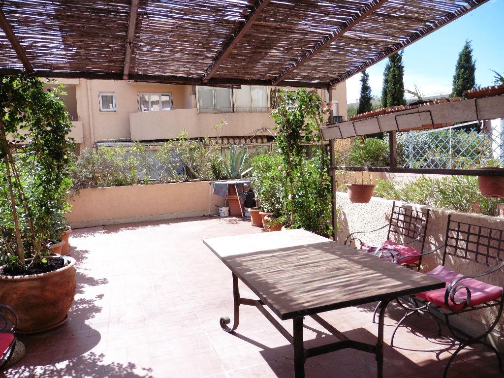 A vendre appartement 1 piece avec terrasse a bandol 83150 for Immobilier avec terrasse