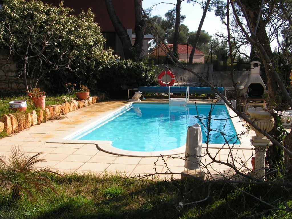Maison t5 avec piscine toulon ouest 4 chemins des routes for Piscine toulon