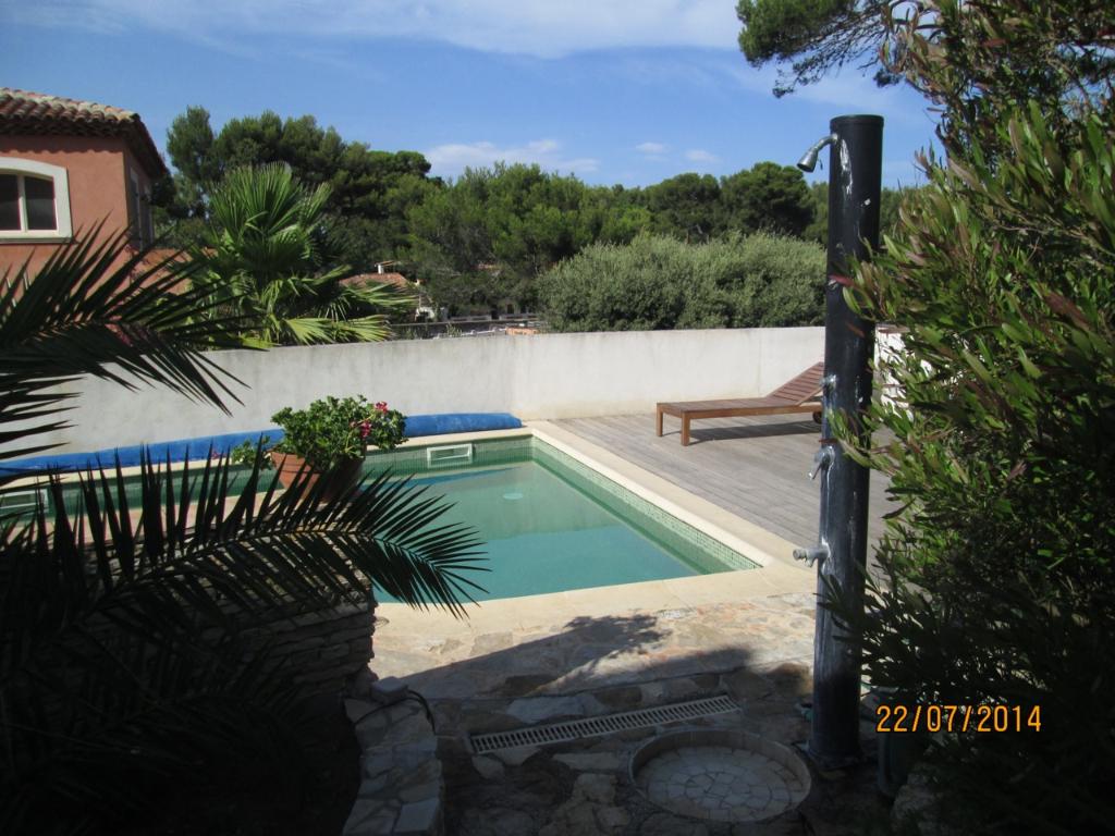 maison villa t4 la seyne sur mer 83500 quartier de fabregas 50m de la plage avec piscine rare. Black Bedroom Furniture Sets. Home Design Ideas