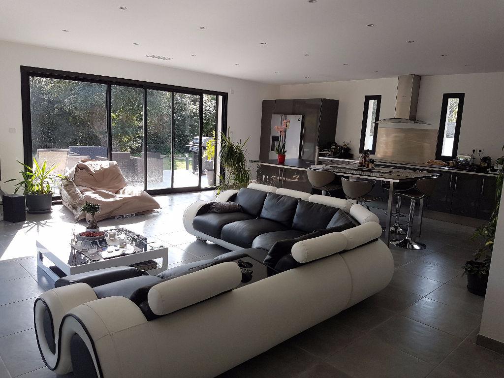 maison f4 vendre proche plages la seyne sur mer quartier. Black Bedroom Furniture Sets. Home Design Ideas