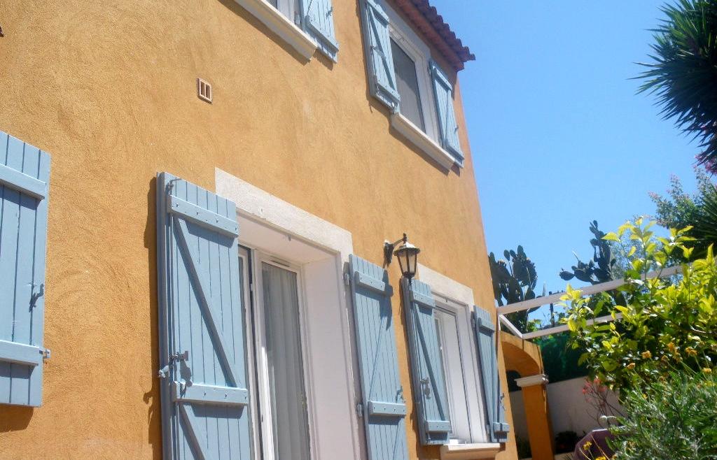 a vendre en viager a la seyne sur mer 83500 une maison f5 agences papazian. Black Bedroom Furniture Sets. Home Design Ideas