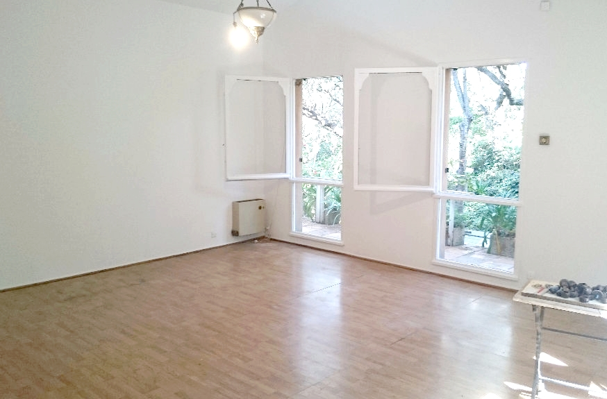 a vendre a la seyne sur mer 83500 une maison f4 avec deux. Black Bedroom Furniture Sets. Home Design Ideas